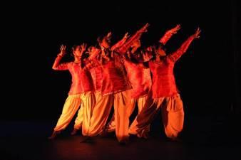 aroha-fine-arts-dance-troupe-canada